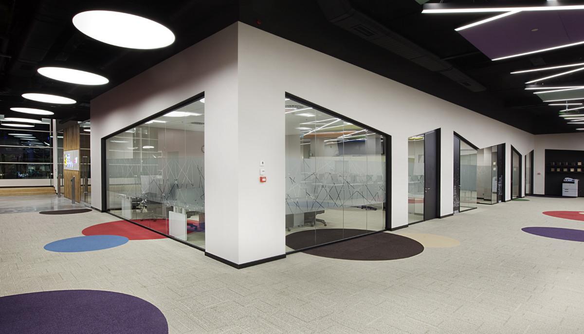 Office vinyl flooring vinyl flooring installation vinyl for Office design uae